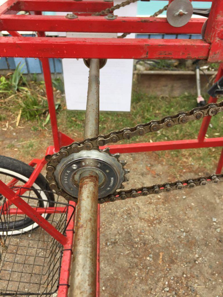 Detail of one of the free-wheel sprockets on the rear cross-axle, that transfers the pedal power form the four pedalers to the rear right wheel.